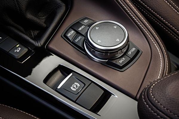 201505 P90183674 zoom orig Η νέα BMW X1 έχει Head-Up-Display (μεταξύ άλλων) BMW, BMW X1, Head-Up-Display, SUV, X1, zblog, αυτοκίνητα, τετρακίνητα, τζιπάκια