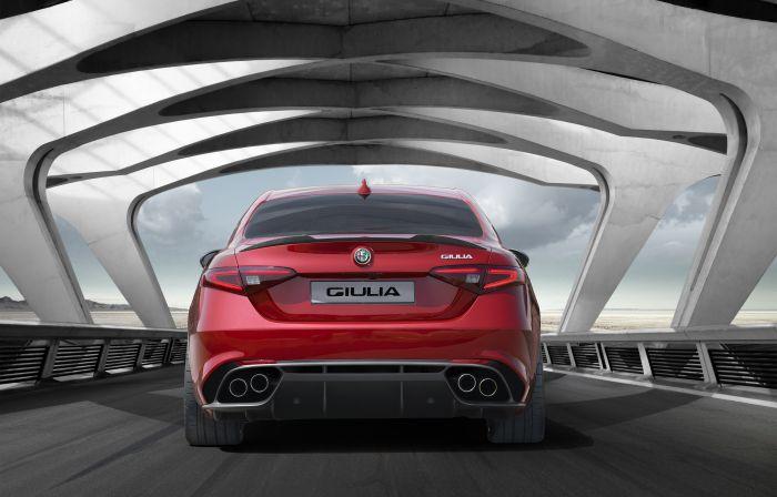 alfa romeo giulia2Brear Γιατί η Alfa Romeo Giulia θέλει το σκαλπ της Μ3 alfa romeo, Alfa Romeo Giulia, Alfa Romeo Giulia QV, BMW M3, Ferrari, Maserati Ghibli, Quadrifoglio Verde, zblog