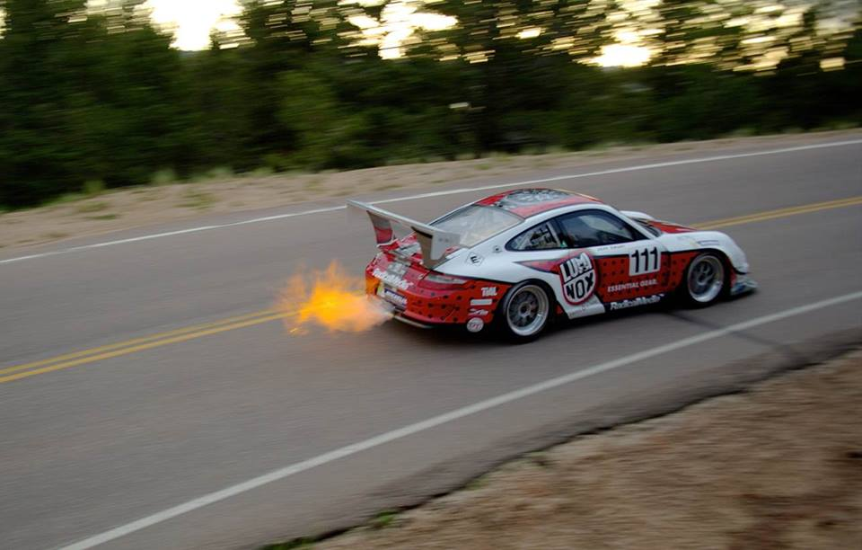 Racing Δες πως κάνεις τον καλύτερο χρόνο πλαγιολισθαίνοντας στην ανάβαση του Pikes Peak σε ένα βίντεο των 4K 911 GT3 Cup, Hillclimb, Jeff Zwart, Pikes Peak, Porsche, Porsche 911, Porsche 911 GT3, videos, zblog