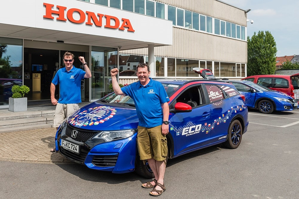 hondazaaGuinness World Records H Honda σπάει ρεκόρ Γκίνες στην κατανάλωση: 2,8 l/100 km Honda, Honda Civic, iVtec, κατανάλωση, Ρεκόρ GUINNESS