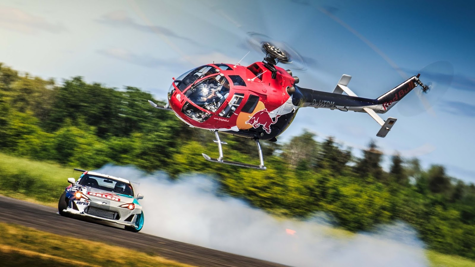 redbull Είναι τρελοί εκεί στη Red Bull : Ελικόπτερο εναντίον drift car drift, Felix Baumgartner, Fun, Jakub Przygoński, Red Bull, Toyota, Toyota GT 86, videos