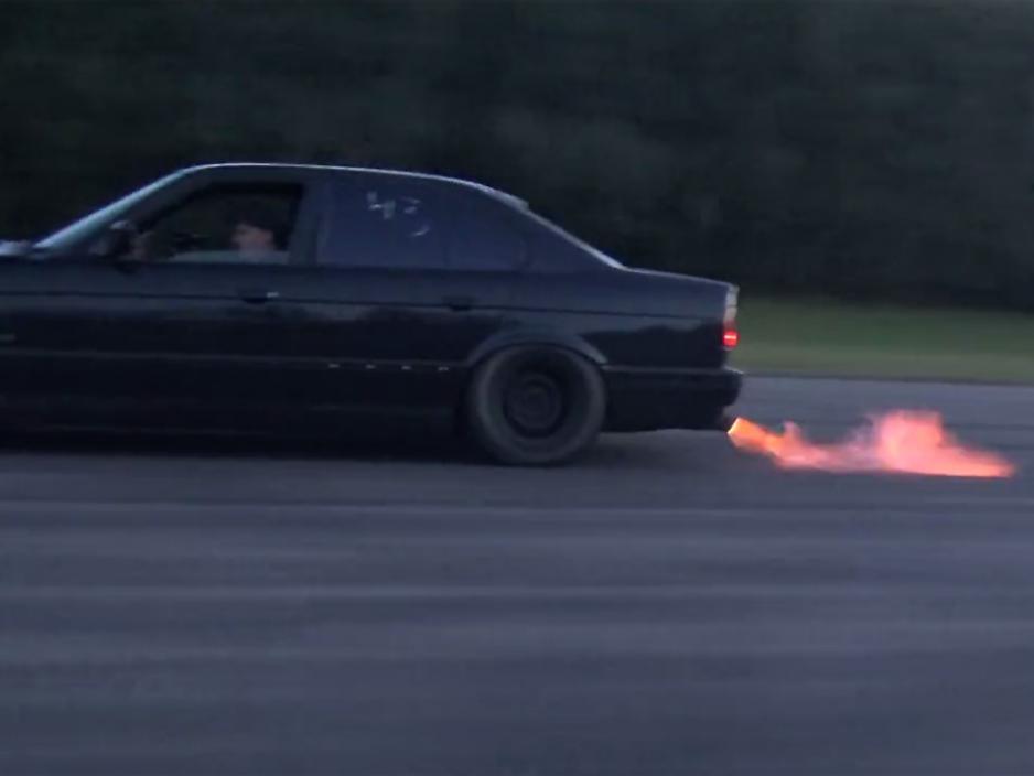 Veyron BMW 16 Μια αφηνιασμένη Bmw M5 E34 τα ρίχνει σε Veyron! BMW, BMW M5, Bugatti, Bugatti Veyron, videos