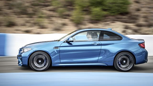 BMW M2 official 3 H BMW M2 είναι ο (άξιος) διάδοχος της 2002 turbo και της Ε30 μαζί BMW, BMW 2002 turbo, BMW M2, BMW M3 E30, videos, zblog, φωτογραφίες