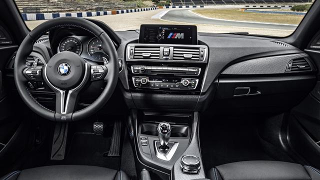 BMW M2 official 4 H BMW M2 είναι ο (άξιος) διάδοχος της 2002 turbo και της Ε30 μαζί BMW, BMW 2002 turbo, BMW M2, BMW M3 E30, videos, zblog, φωτογραφίες