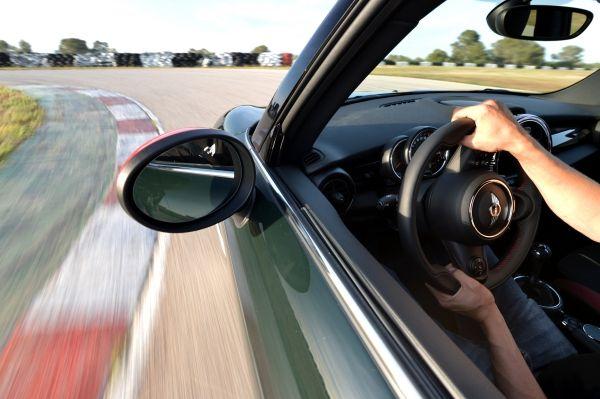 P90182140 lowRes mini john cooper wor MINI John Cooper Works : Το πιο σπορ «μικρούλι» Mini, MINI Cooper, Mini John Cooper Works, sport auto award, videos