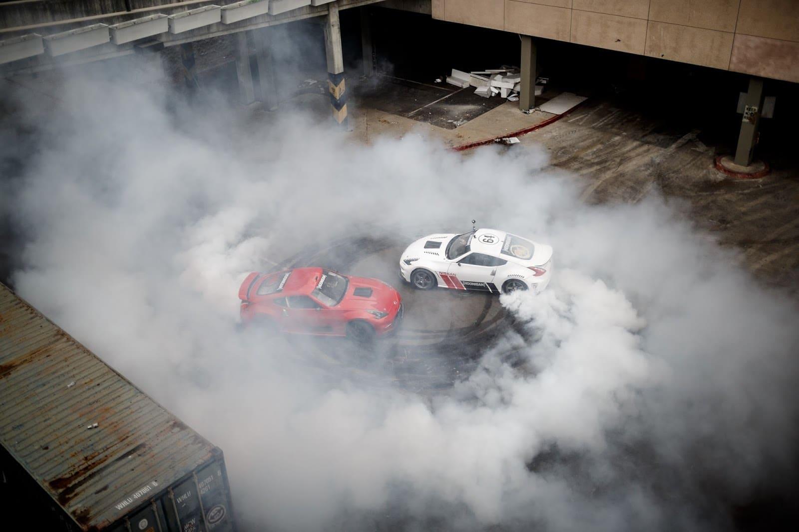LOU 0277 Δες 2 Nissan 370Z 1000 ίππων έκαστο να ντριφτάρουν χωρίς αύριο drift, Nissan, Nissan 370Z, video, videos, zblog