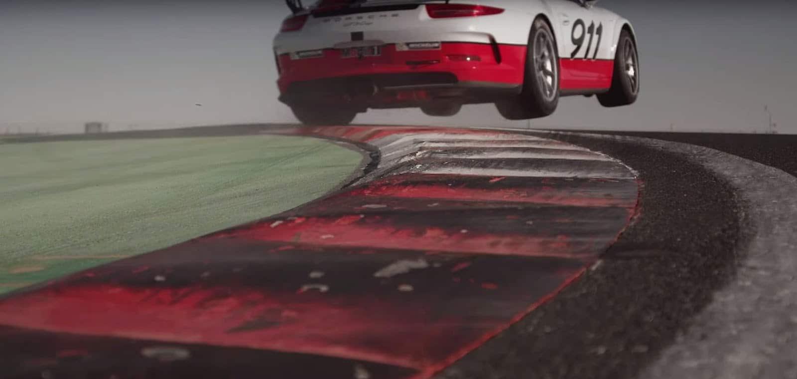 Mark Webber gt3 cup Η Porsche μας αποδεικνύει ότι ούτε οι οδηγοί αγώνων μπορούν να οδηγούν και να στέλνουν μηνύματα Mark Webber, Porsche, Porsche 911 GT3, Porsche 911 GT3 Cup, videos
