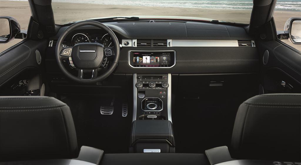 RR EVQ Convertible Interior 091115 07 LowRes Η επανάσταση των ανοιχτών SUV ξεκίνησε με το Range Rover Evoque Cabriolet Evoque, Land Rover, Range Rover, Range Rover Evoque, Range Rover Evoque Cabriolet, SUV, videos