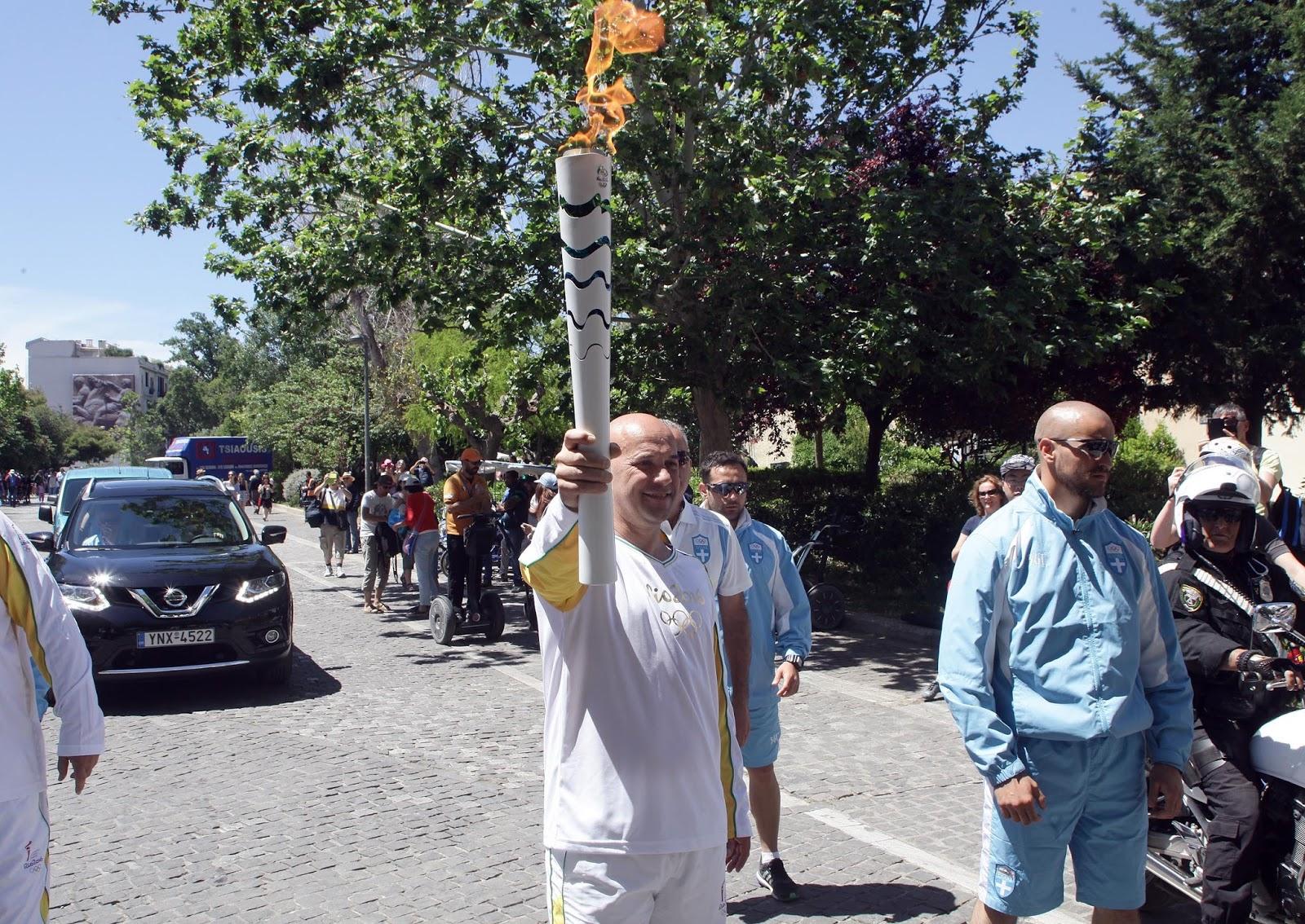 IMG 3900 O Αντιπρόεδρος Πωλήσεων και Μάρκετινγκ της Nissan Europe Guillaume Cartier, λαμπαδηδρόμος της Ολυμπιακής Φλόγας στην Αθήνα Nissan, Ολυμπιακοί αγώνες