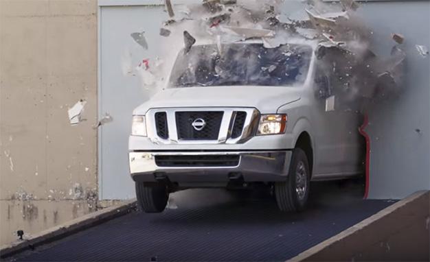Nissan NV3500 Τρελό drift με ένα βαν για να πάει καλά ο μήνας! Fun, Nissan, Nissan NV, Nissan NV Cargo van, videos, Επαγγελματικά