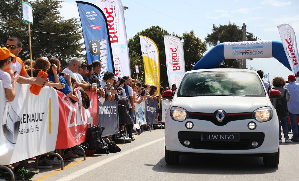 az SR Glyfada 2016 0623 Σκυτάλη στην αλληλεγγύη με τη Renault Passion for Running Team Fun, Renault, Street Relays