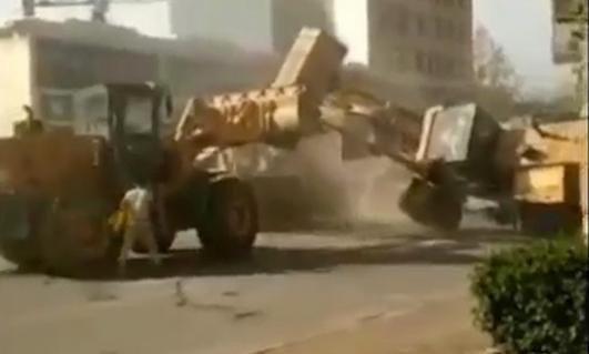 bulldozer Στην Κίνα, παίζουν ξύλο με... μπουλντόζες Bulldozer, Fun, videos, μπουλντόζες