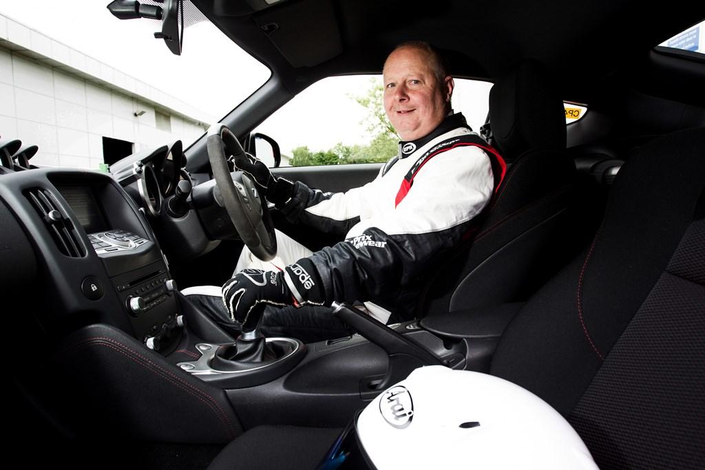 145922 1 5rs H Nissan αποκαλύπτει τον δικό της… Stig ! Driver, Fun, Nissan