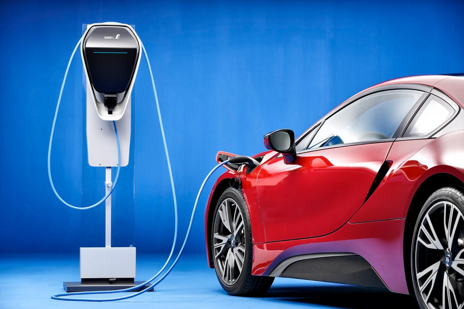 P90216962 highRes bmw i8 protonic red Μεγαλύτερη αυτονομία για το i3 της BMW BMW, BMW i, BMW i3, car, Electric cars