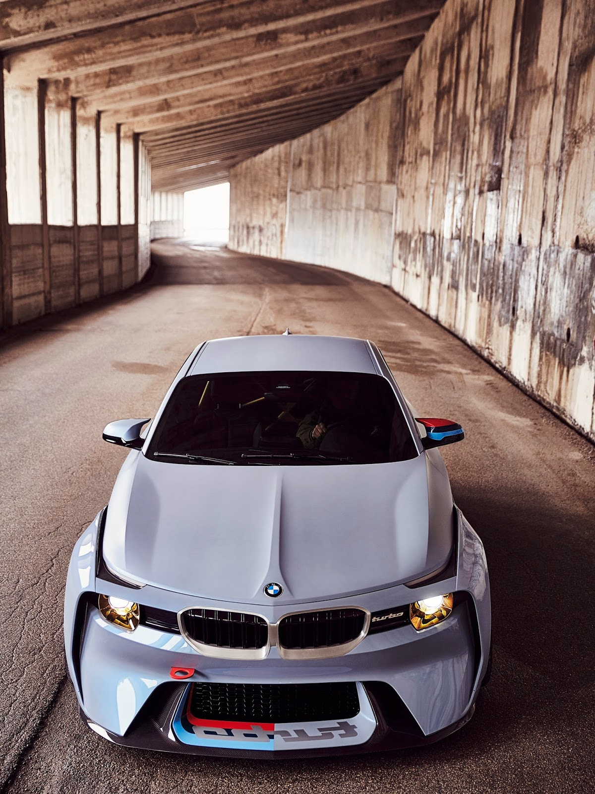 P90219719 highRes bmw 2002 hommage 05 1 1 H BMW γιορτάζει τα 50 χρόνια της θρυλικής 2002 turbo και παρουσιάζει την Bmw 2002 Hommage BMW, BMW 2002, BMW 2002 turbo, BMW Concept, BMW Hommage, supercars, videos
