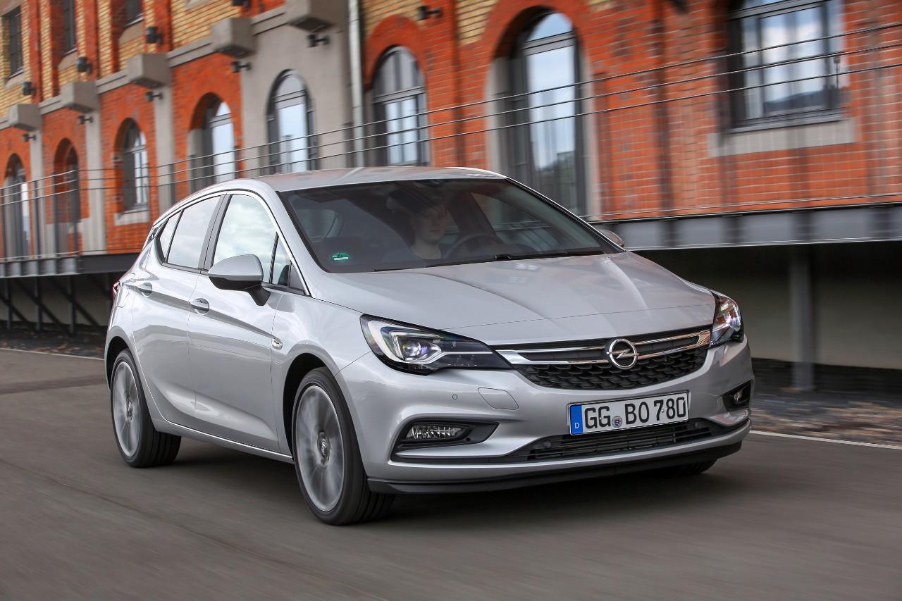 cq5dam.web .1280.12802B2528152529 Το καυτό Opel Astra BiTurbo diesel συνδυάζει τις επιδόσεις με την οικονομία! Hatchback, Opel, Opel Astra, Opel Astra BiTurbo, Opel Astra BiTurbo Hatchback, twin-turbo