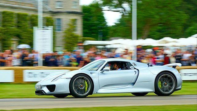 13f0b335a5ed9a743c84acbdcb8beb51e8d465cf4a2767adb246267e Δες live και καρέ καρέ τα καλύτερα στιγμιότυπα του Goodwood Auto Festival, GOODWOOD, Goodwood Festival of Speed, videos, zblog