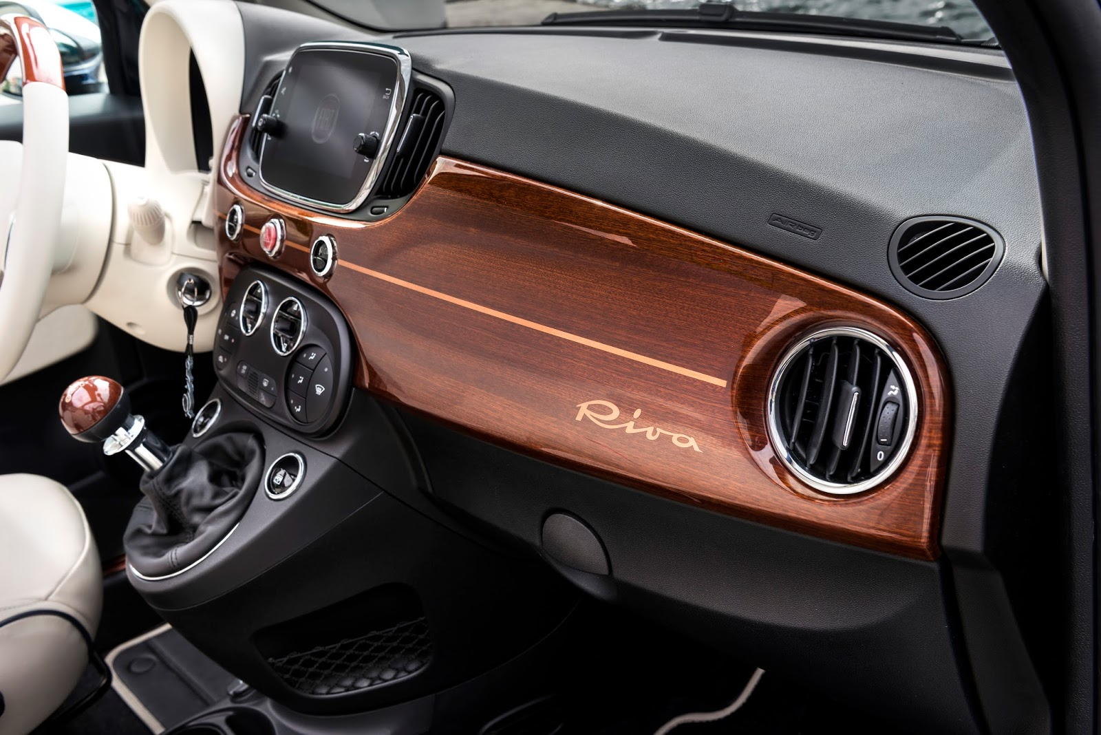 160627 Fiat 500 Riva 21 Fiat 500 Riva : Το κομψό έγινε και πολυτελές Fiat, Fiat 500, Fiat 500 Riva, Fiat 500C, Riva, supermini, videos