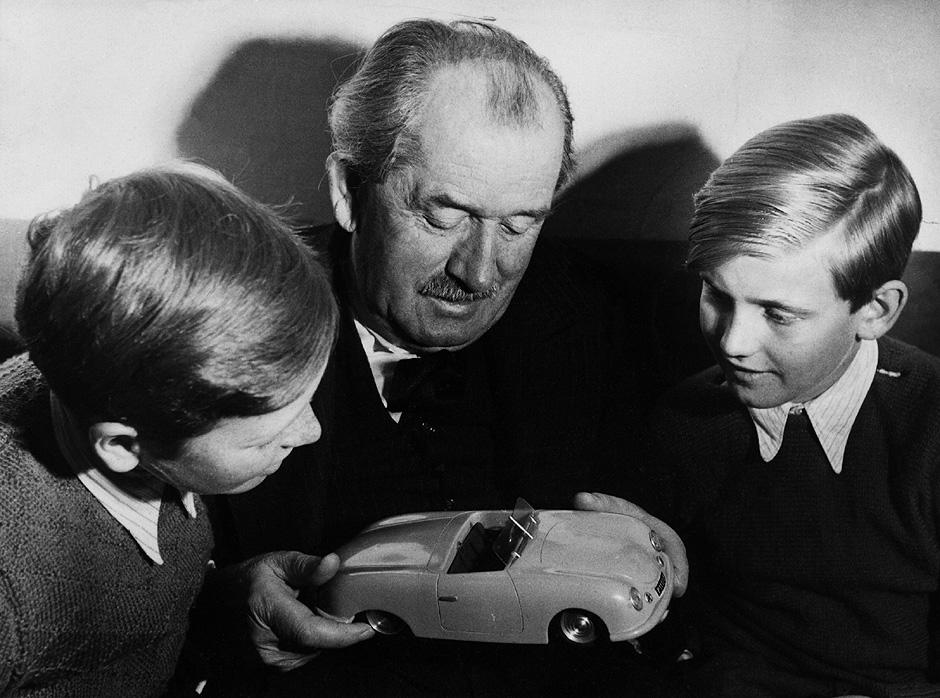 1949 butzi piech copyright porsche Η μέρα που γεννήθηκε ο Porsche Classic, Porsche, VW Beetle, zblog, Προσωπικότητες