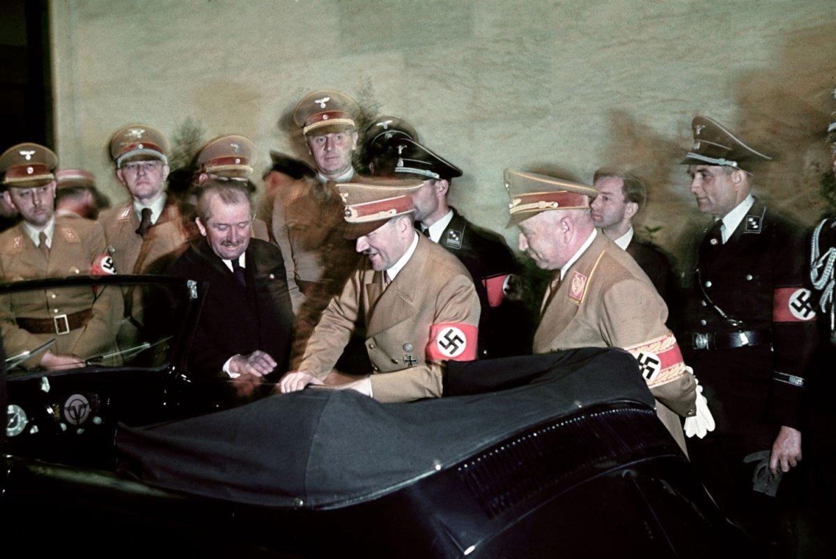 Hitler again with automobile engineer and designer Ferdinand Porsche inspecting his birthday car Η μέρα που γεννήθηκε ο Porsche Classic, Porsche, VW Beetle, zblog, Προσωπικότητες
