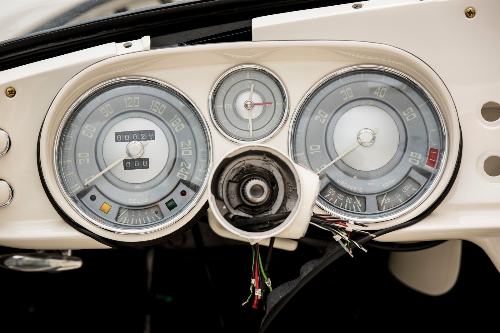 P90229701 highRes elvis bmw 507 08 201 1 Η επιστροφή της μυθικής BMW 507 του Elvis στο Concours d'Elegance, Pebble Beach autoshow, BMW, BMW 507, Classic, Concours d'Elegance, Roadster, zblog