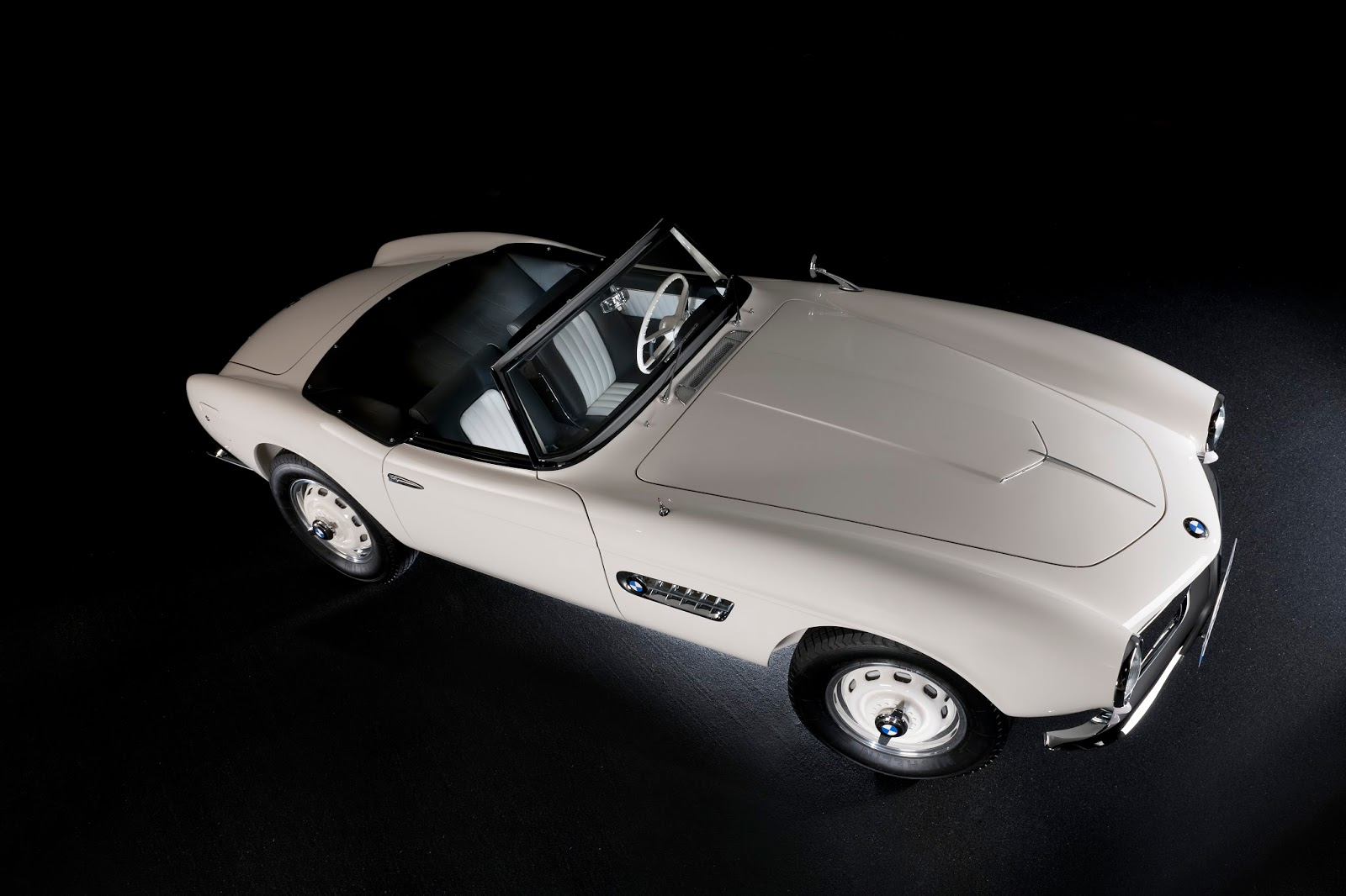 P90229720 highRes elvis bmw 507 08 201 Η επιστροφή της μυθικής BMW 507 του Elvis στο Concours d'Elegance, Pebble Beach autoshow, BMW, BMW 507, Classic, Concours d'Elegance, Roadster, zblog