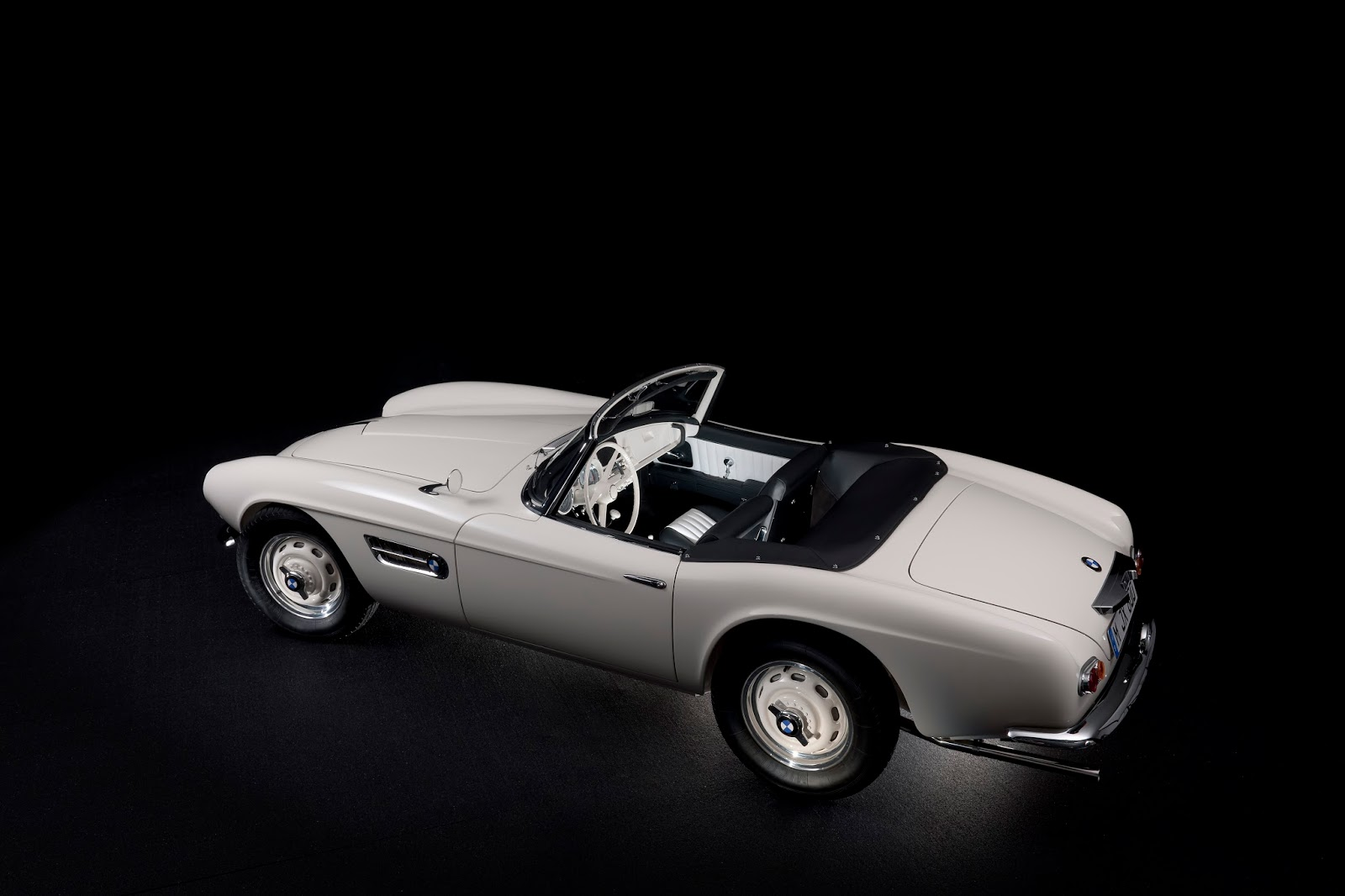 P90229721 highRes elvis bmw 507 08 201 Η επιστροφή της μυθικής BMW 507 του Elvis στο Concours d'Elegance, Pebble Beach autoshow, BMW, BMW 507, Classic, Concours d'Elegance, Roadster, zblog