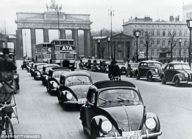 article 2086663 006989B900000258 Η μέρα που γεννήθηκε ο Porsche Classic, Porsche, VW Beetle, zblog, Προσωπικότητες