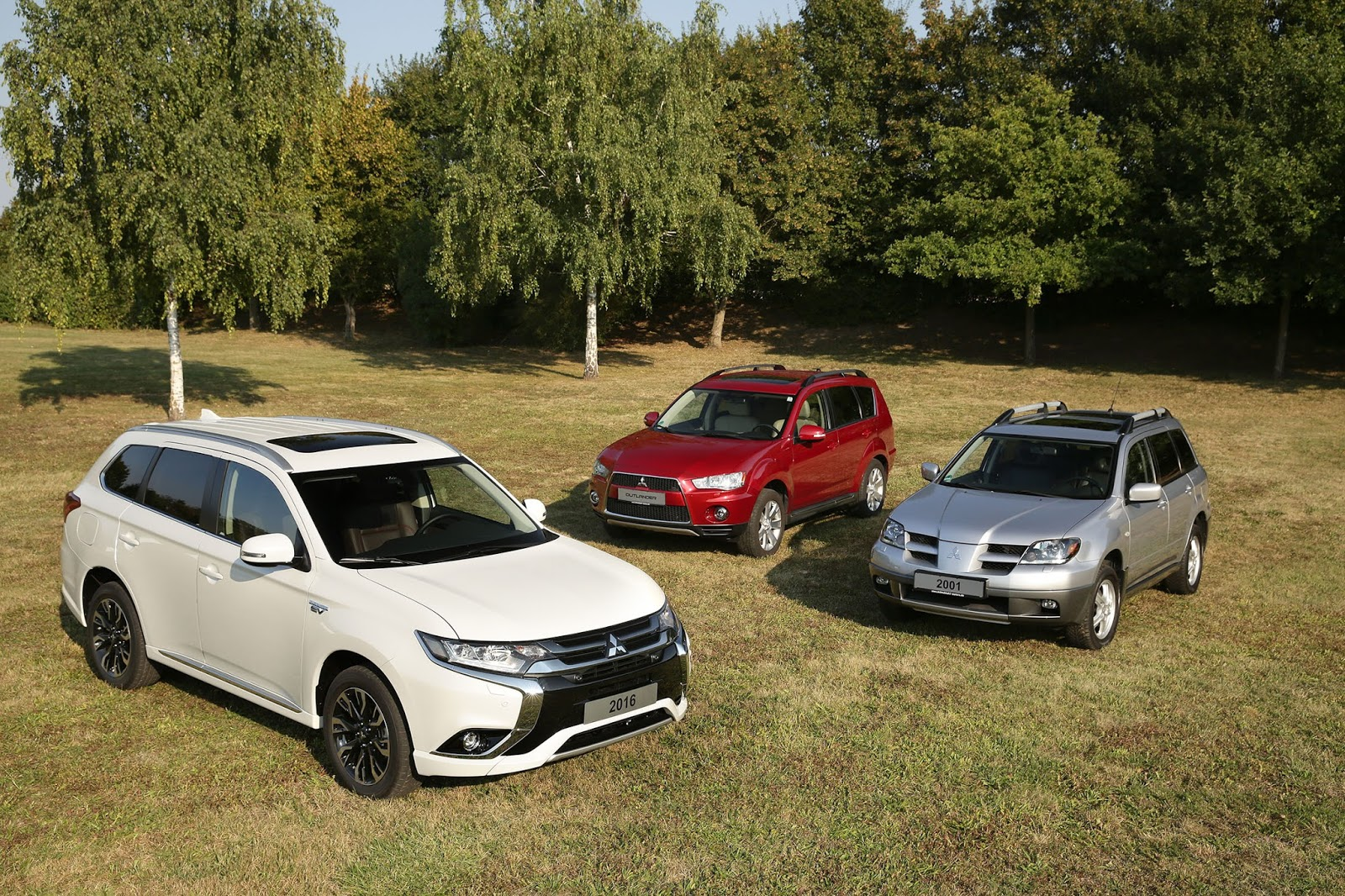 Outlander2Bfamily2B 2B15th2BI Το Mitsubishi Outlander έγινε 15 χρονών Mitsubishi, Mitsubishi Outlander, Mitsubishi Outlander PHEV, SUV