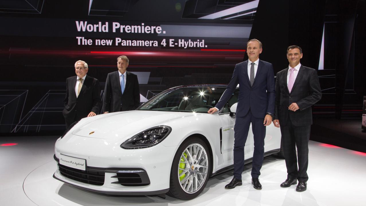 gallery 4 Πρεμιέρα για την υβριδική έκδοση της Panamera και την 911 GT3 Cup στο Παρίσι Porsche, Porsche 911 GT3 Cup, Porsche Panamera, Porsche Panamera 4 E-Hybrid, videos