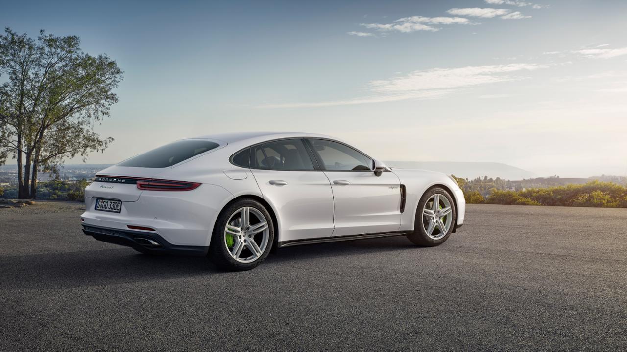 low panamera 4 e hybrid 2016 porsche ag2B252832529 Πρεμιέρα για την υβριδική έκδοση της Panamera και την 911 GT3 Cup στο Παρίσι Porsche, Porsche 911 GT3 Cup, Porsche Panamera, Porsche Panamera 4 E-Hybrid, videos