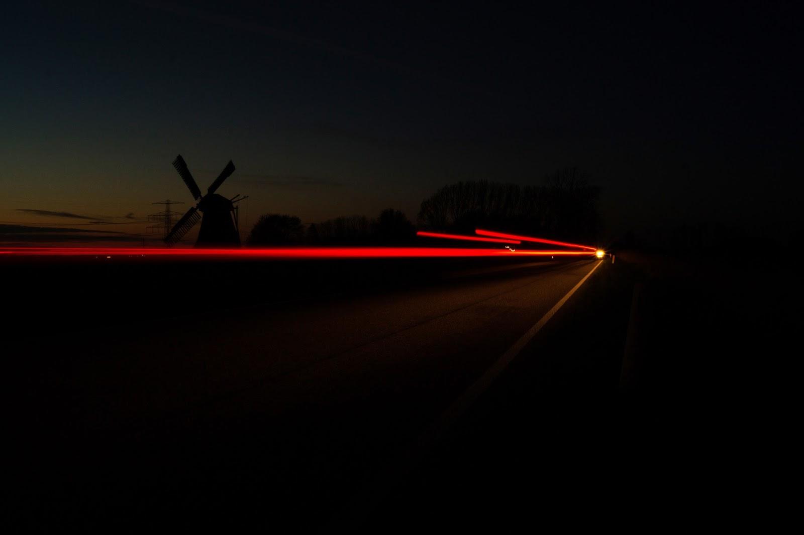 night dark long exposure windmill Δύο τεράστια ονόματα της αυτοκίνησης έρχονται Ελλάδα zblog