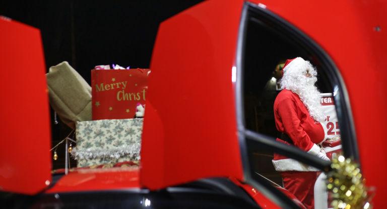 4 Οι ευχές μας, οι τάρανδοι και η Ferrari του Αη Βασίλη Ferrari, ferrari Enzo, video, videos, zblog, Αη Βασίλης