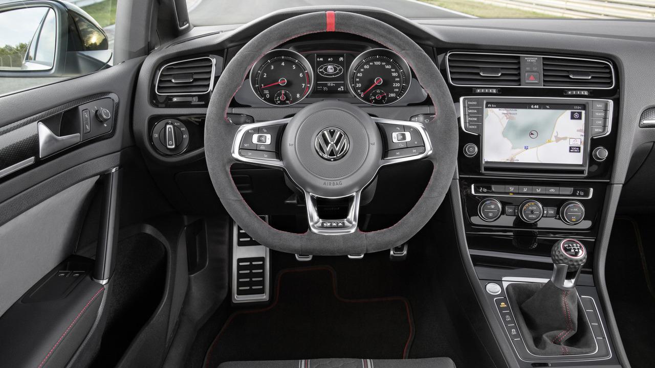 vw golf gti clubsport edition 40interior Δες το VW Golf GTI Clubsport S να ξανασπάει το ρεκόρ του στο Nurburgring lap time, Nurburgring, Record, videos, Volkswagen, Volkswagen Golf, Volkswagen Golf GTI, Volkswagen Golf GTI Clubsport S, VW