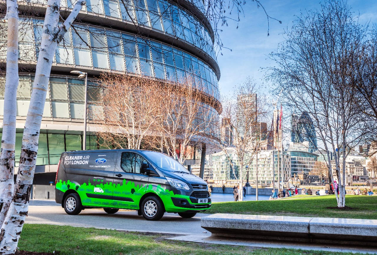 Ford Transit PHEV 2 1 Η Ford και το Λονδίνο ενώνουν τις δυνάμεις τους, για τη βελτίωση της ποιότητας του ατμοσφαιρικού αέρα! Electric cars, Ford, Ford Transit, Ford Transit Custom, Περιβάλλον