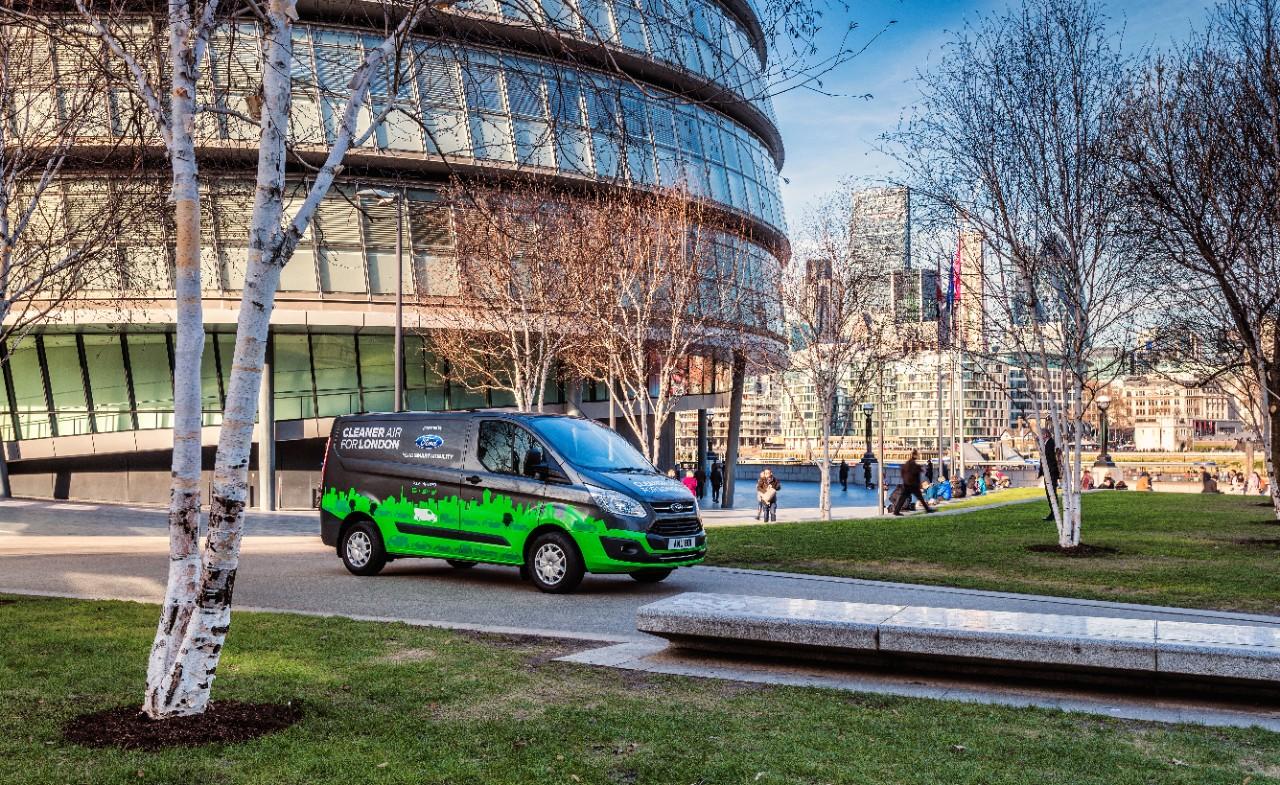 Ford Transit PHEV 32B252812529 1 Η Ford και το Λονδίνο ενώνουν τις δυνάμεις τους, για τη βελτίωση της ποιότητας του ατμοσφαιρικού αέρα! Electric cars, Ford, Ford Transit, Ford Transit Custom, Περιβάλλον