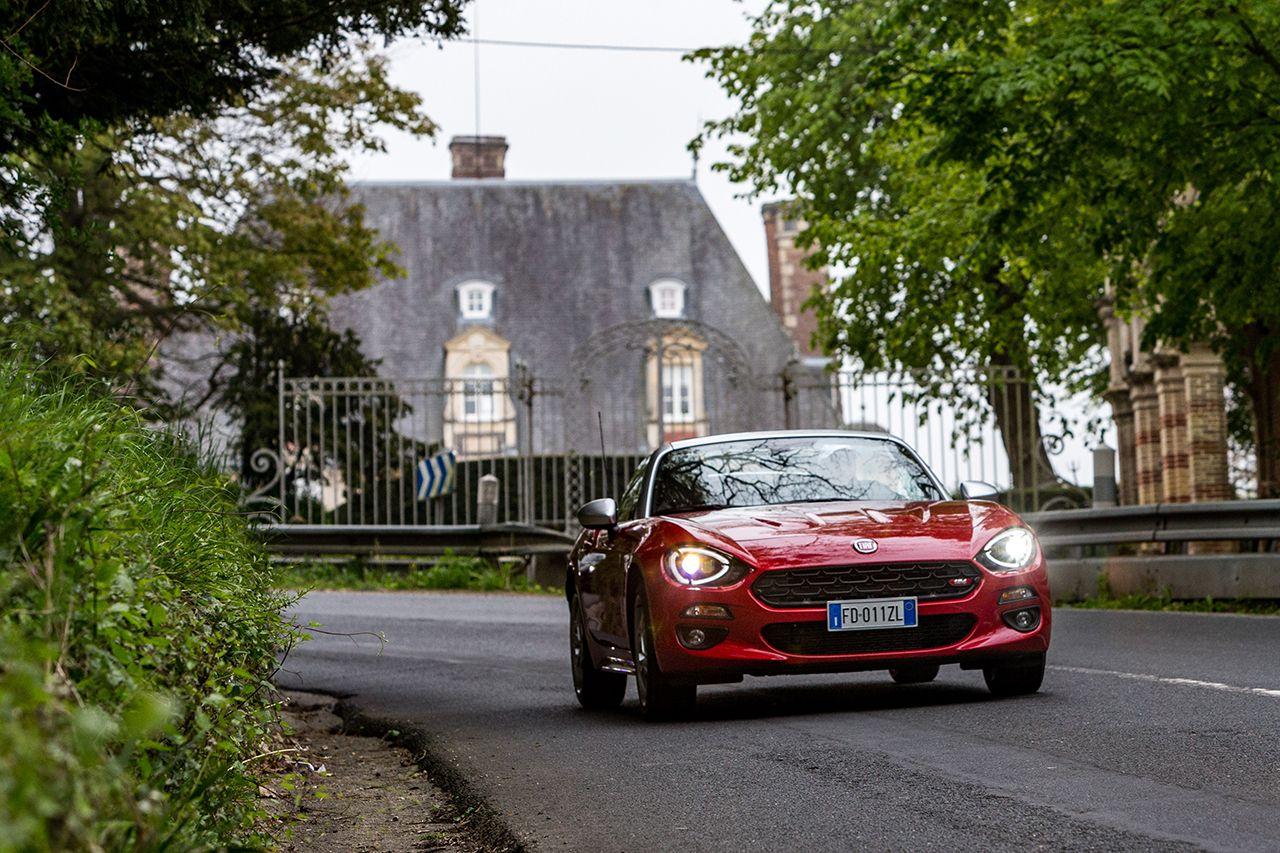 170424 Fiat 124 Spider sweeps France 23 1 Ταξιδεύοντας με Fiat 124 Spider στις ομορφιές της Ευρώπης Fiat, fiat 124 spider, Fun, Roadtrip, zblog, Ταξίδι