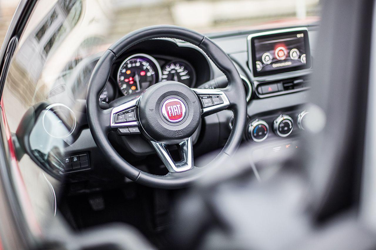 170424 Fiat 124 Spider sweeps France 38 1 Ταξιδεύοντας με Fiat 124 Spider στις ομορφιές της Ευρώπης Fiat, fiat 124 spider, Fun, Roadtrip, zblog, Ταξίδι