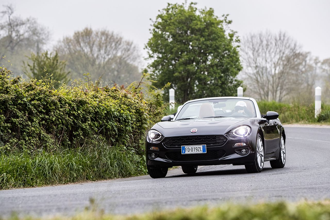 170424 Fiat 124 Spider sweeps France 47 Ταξιδεύοντας με Fiat 124 Spider στις ομορφιές της Ευρώπης Fiat, fiat 124 spider, Fun, Roadtrip, zblog, Ταξίδι