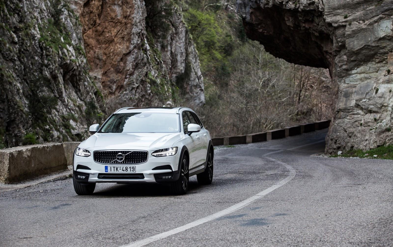 V902BCROSS2BCOUNTRY2B25 Το Volvo V90 Cross Country απευθύνεται σε ανήσυχους εξερευνητές της περιπέτειας! Crossover, Volvo, Volvo Car Hellas, Volvo Cars, Volvo V70 XC, Volvo V90 Cross Country, Volvo XC70