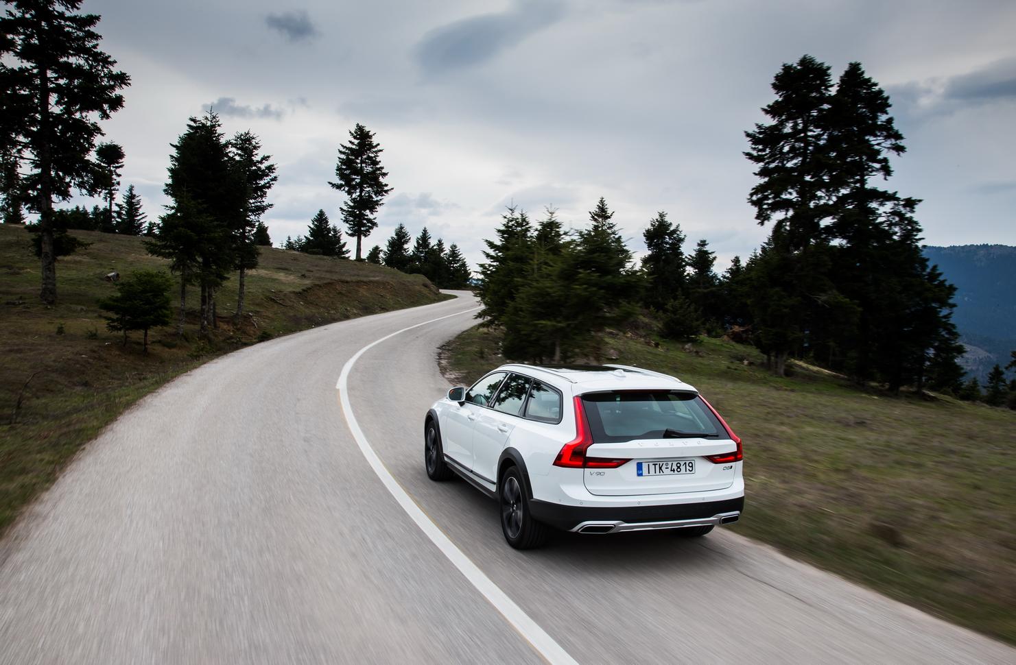V902BCROSS2BCOUNTRY2B28 Το Volvo V90 Cross Country απευθύνεται σε ανήσυχους εξερευνητές της περιπέτειας! Crossover, Volvo, Volvo Car Hellas, Volvo Cars, Volvo V70 XC, Volvo V90 Cross Country, Volvo XC70