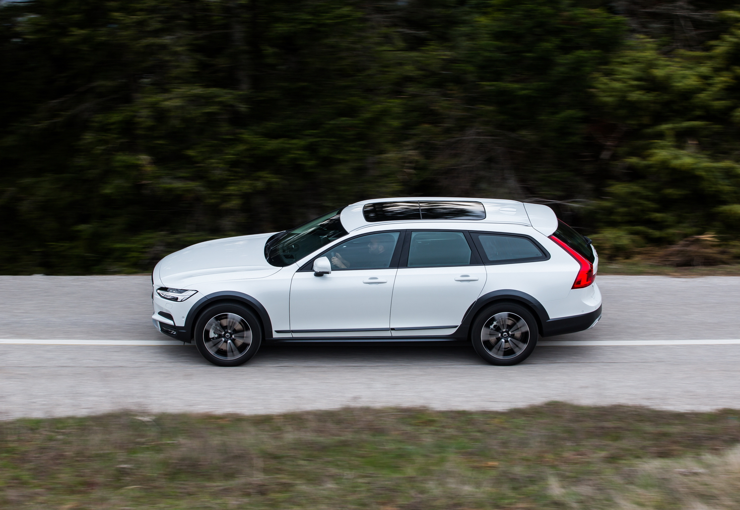 V902BCROSS2BCOUNTRY2B30 Το Volvo V90 Cross Country απευθύνεται σε ανήσυχους εξερευνητές της περιπέτειας! Crossover, Volvo, Volvo Car Hellas, Volvo Cars, Volvo V70 XC, Volvo V90 Cross Country, Volvo XC70