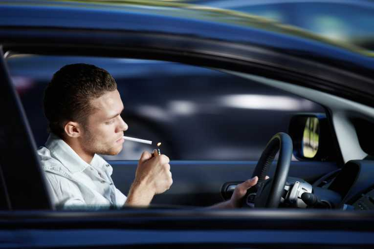 smoking banned in cars 1 1 Έρχονται πρόστιμα σε όσους καπνίζουν και οδηγούν! αυτοκίνητα
