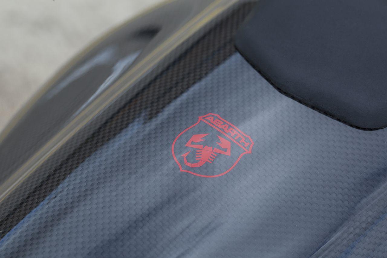 170327 Abarth 695 XSR Detail 03 Με 25.500 ευρώ αποκτάς το συλλεκτικό Abarth 695 XSR Yamaha Abarth, Abarth 695 XSR Yamaha Limited Edition, Akrapovič, Hot Hatch, Limited edition, videos, Yamaha, Περιορισμένης παραγωγής, τιμες