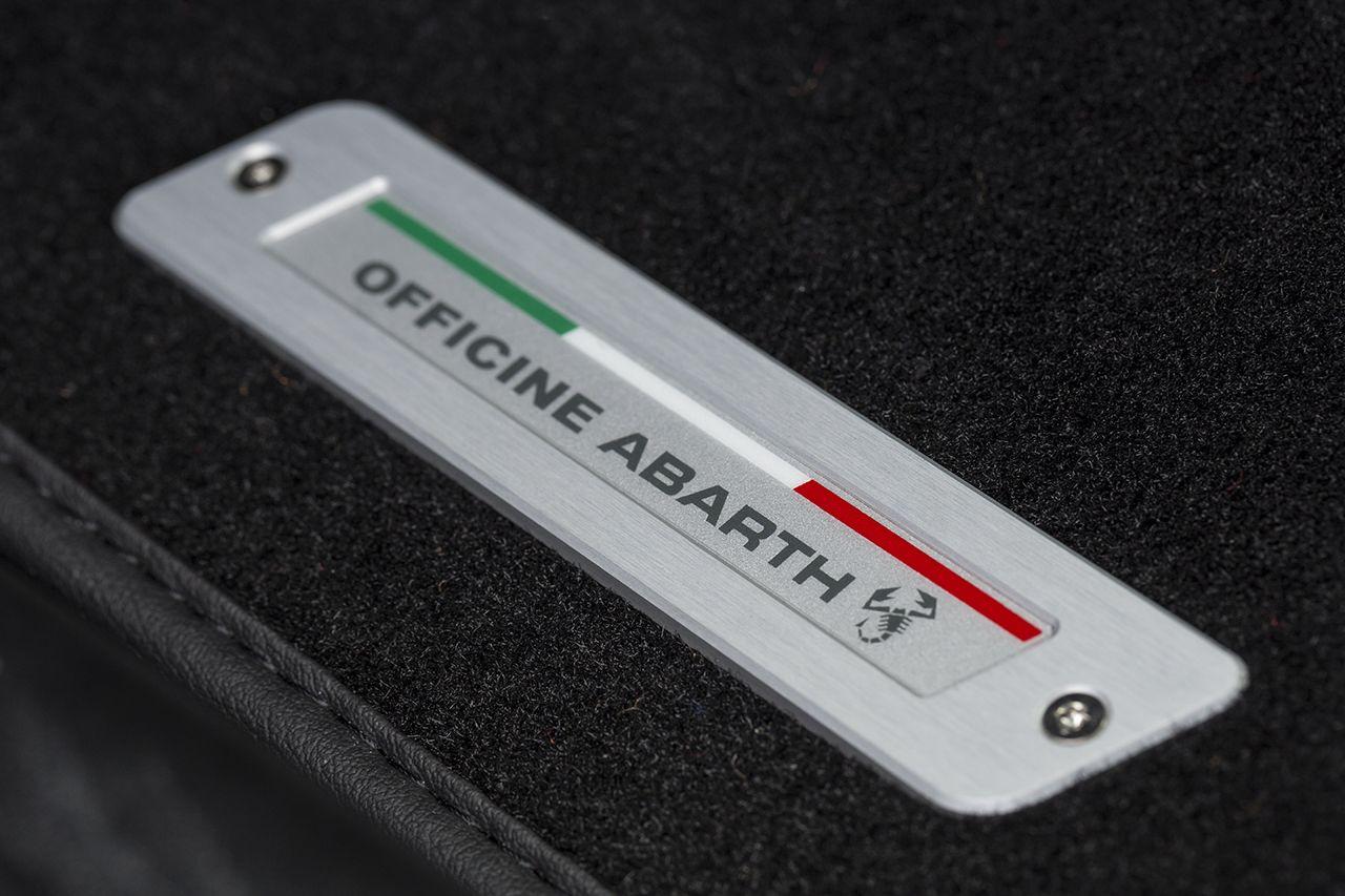 170327 Abarth 695 XSR Detail 08 Με 25.500 ευρώ αποκτάς το συλλεκτικό Abarth 695 XSR Yamaha Abarth, Abarth 695 XSR Yamaha Limited Edition, Akrapovič, Hot Hatch, Limited edition, videos, Yamaha, Περιορισμένης παραγωγής, τιμες