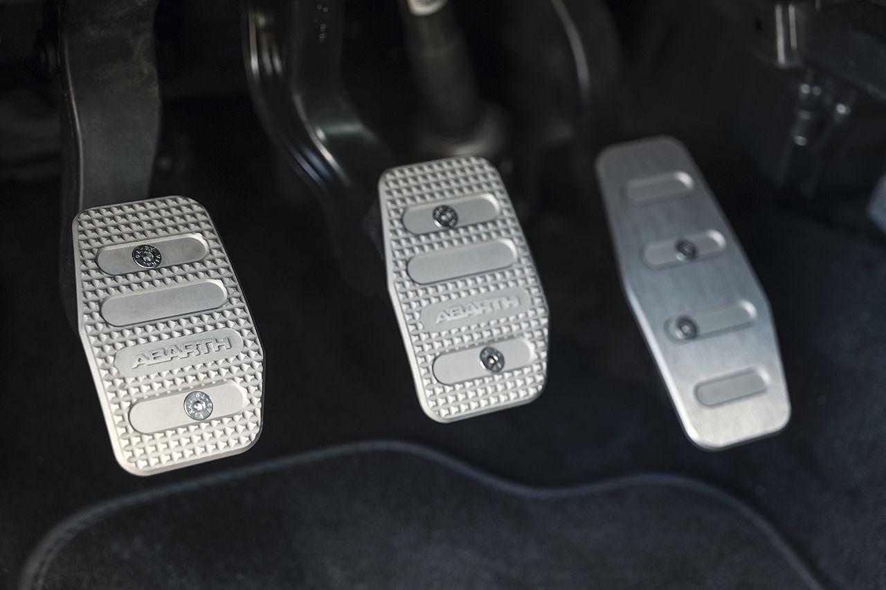 170327 Abarth 695 XSR Detail 31 Με 25.500 ευρώ αποκτάς το συλλεκτικό Abarth 695 XSR Yamaha Abarth, Abarth 695 XSR Yamaha Limited Edition, Akrapovič, Hot Hatch, Limited edition, videos, Yamaha, Περιορισμένης παραγωγής, τιμες
