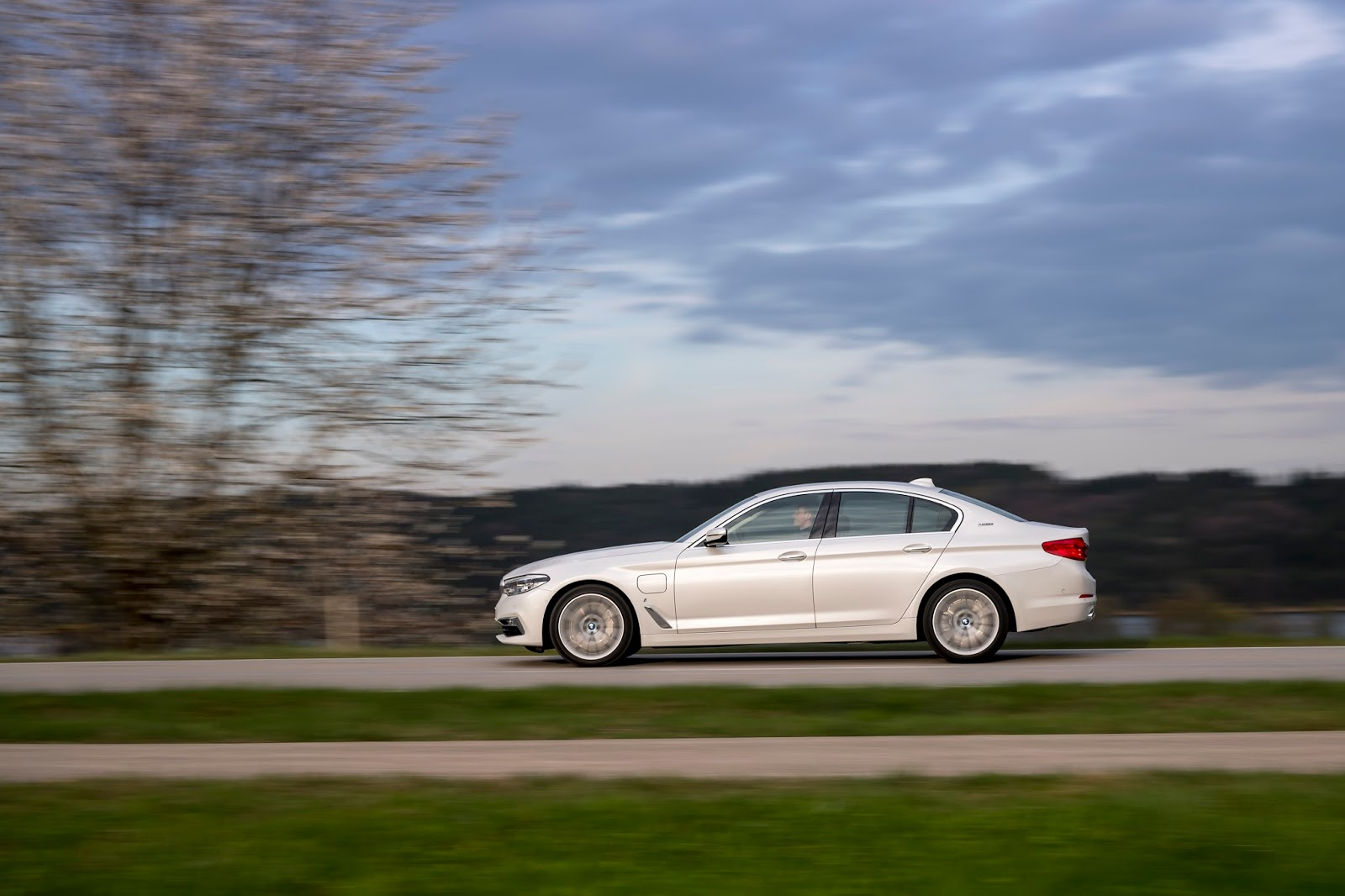 P90256362 highRes the new bmw 530e ipe Η BMW 530e iPerformance φέρνει την ηλεκτρική επανάσταση BMW, BMW 5, BMW 530e iPerformance, Electric cars, Hybrid, Λανσάρισμα