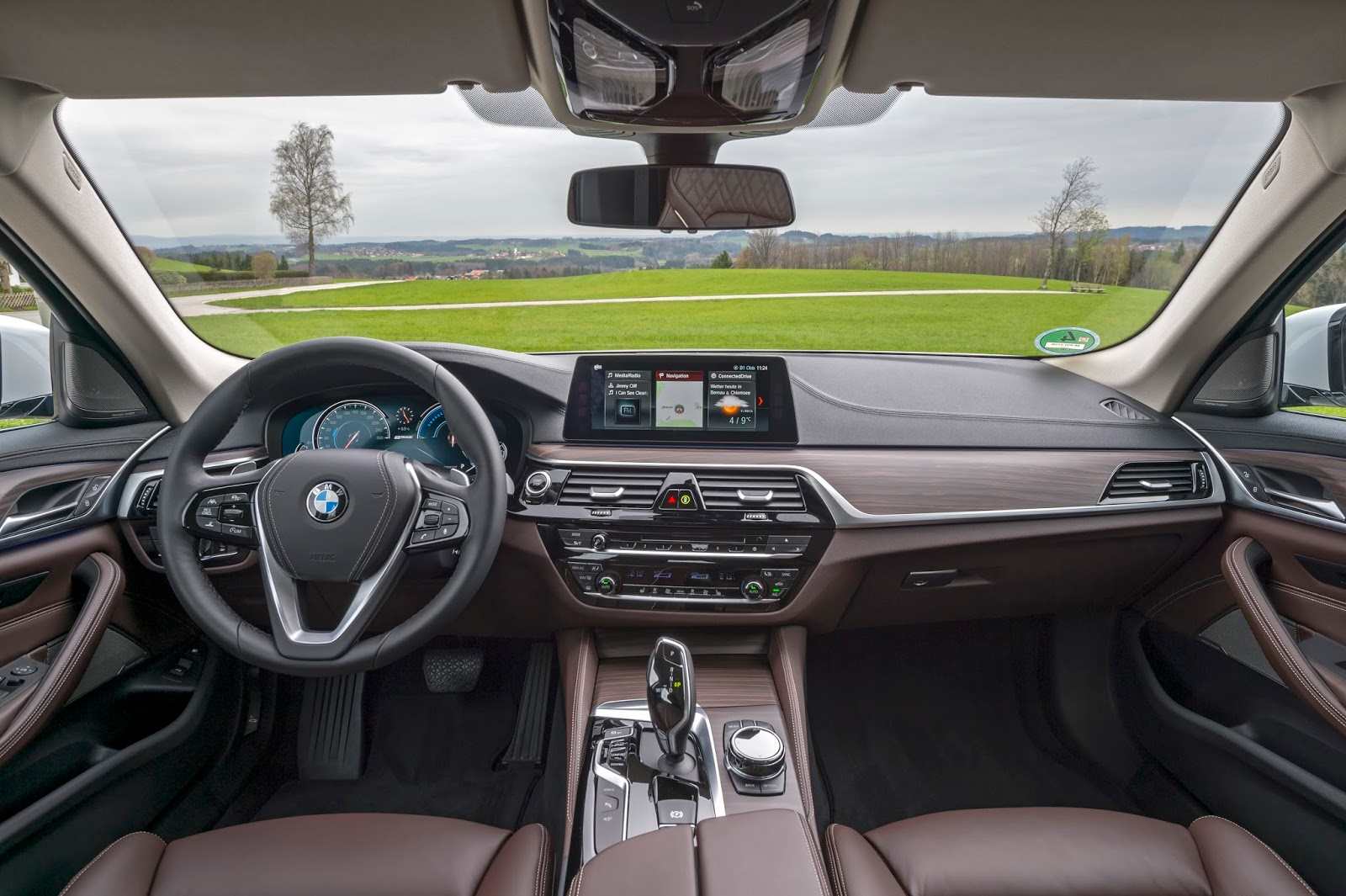 P90256377 highRes the new bmw 530e ipe Η BMW 530e iPerformance φέρνει την ηλεκτρική επανάσταση BMW, BMW 5, BMW 530e iPerformance, Electric cars, Hybrid, Λανσάρισμα