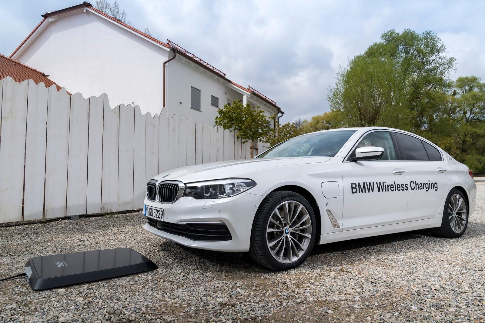 P90256388 highRes bmw wireless chargin Η BMW 530e iPerformance φέρνει την ηλεκτρική επανάσταση BMW, BMW 5, BMW 530e iPerformance, Electric cars, Hybrid, Λανσάρισμα