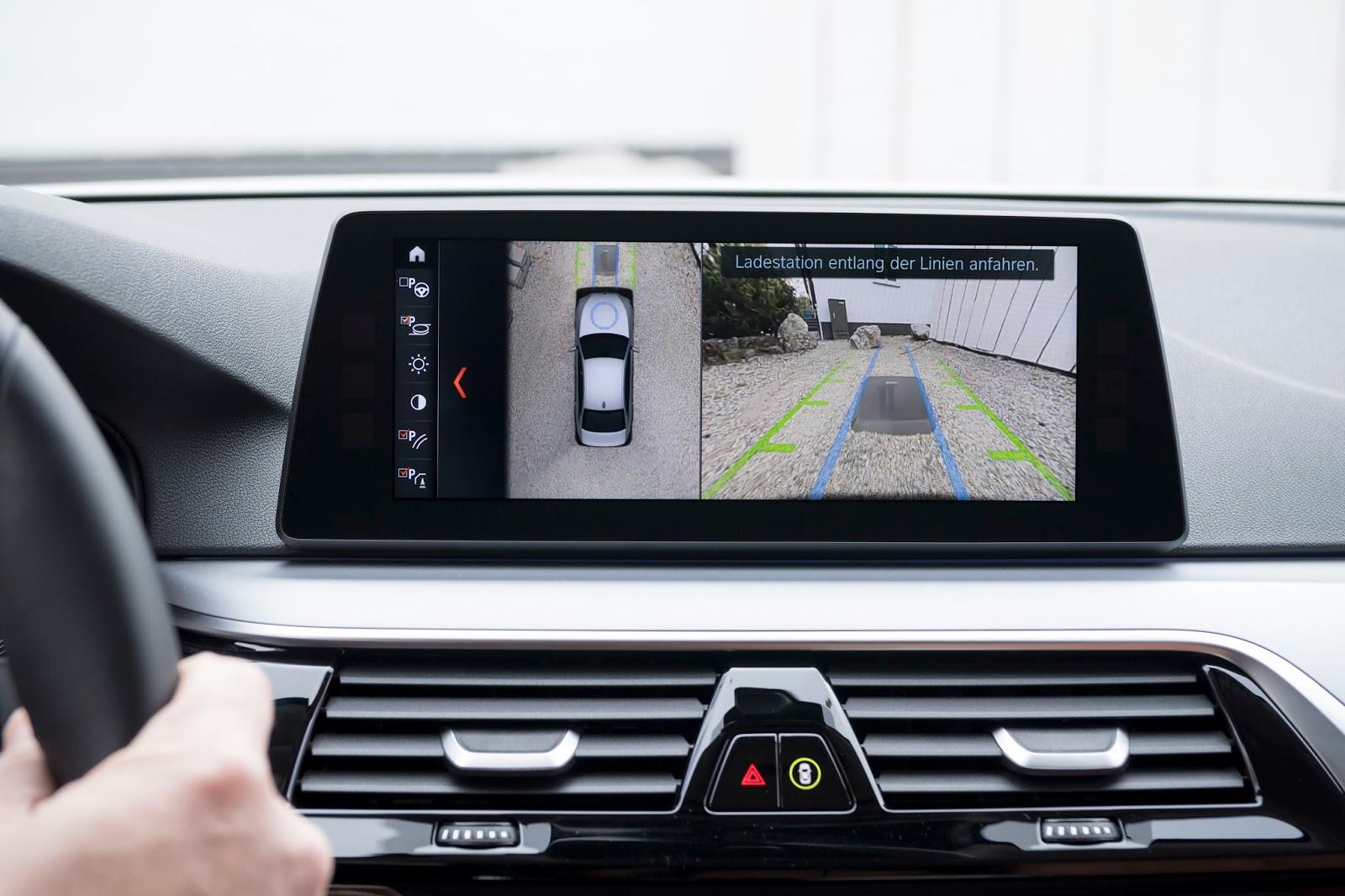 P90256394 highRes bmw wireless chargin Η BMW 530e iPerformance φέρνει την ηλεκτρική επανάσταση BMW, BMW 5, BMW 530e iPerformance, Electric cars, Hybrid, Λανσάρισμα